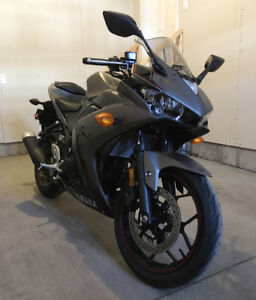 2016 Yamaha YZF R3 New Condition  Priced to Sell -47 kms