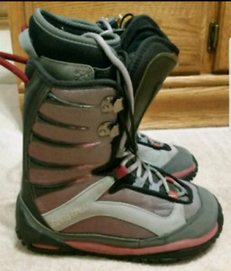 Women's size 5 snowboarding boots