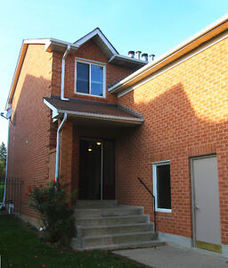 Well maintained end unit 2+1B townhouse in SE Oakville