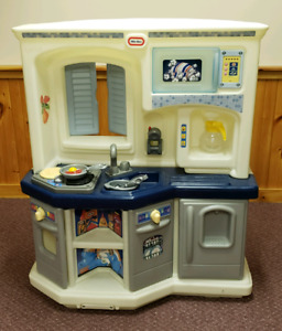 Little Tykes Interactive Kitchen with groceries