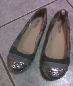 Old Navy Girls Silver/Gray Shoes Size 4