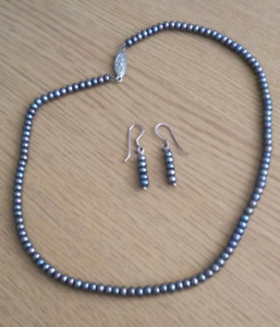 Peacock Pearl - Necklace and Earring Set