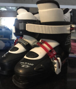 IN GREAT CONDITION SKI BOOTS FOR KIDS