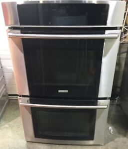 Electrolux double wall oven PRICE $1899