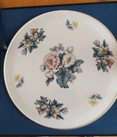 Royal Worcester gateux plate