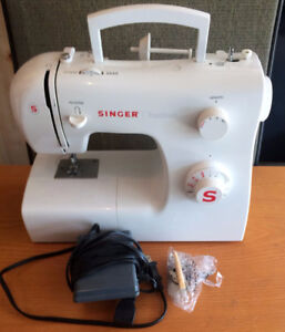 SINGER TRADITION PORTABLE SEWING MACHINE NEW CONDITION