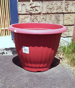 Red round planter pot decorative indoor outdoor use London Ontario image 1