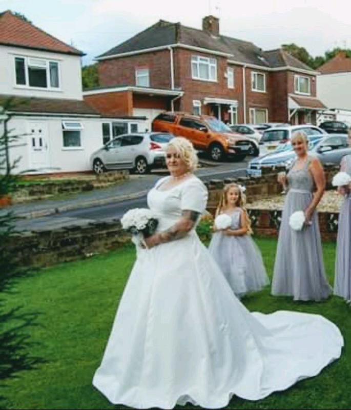 Vintage Wedding Dresses West Midlands: Paloma Blanca Wedding Dress