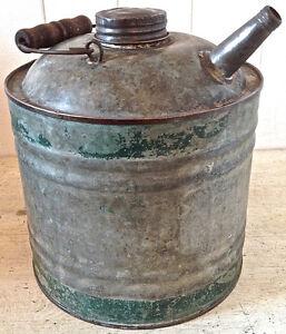 Antiquité. Collection. Ancien bidon en fer galvanisé