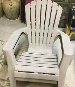 2 chaises Adirondack en plastique