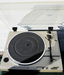 Hitachi HT-20S Turntable