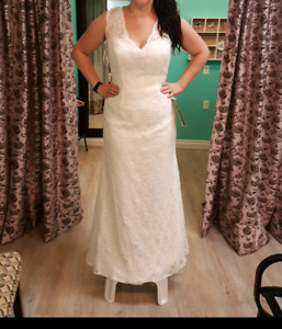 NEW Wedding gown size 20