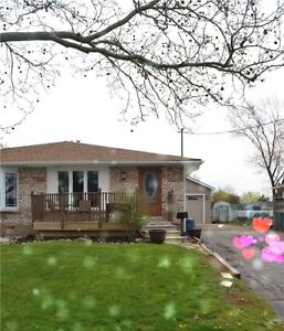 **{{STUNNING+SPACIOUS+ 4 BDRM ST CATHARINES FULLY RENOVATED }**