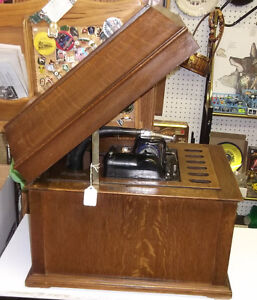 EDISON 1913 PHONOGRAPH WITH CYLINDRE, WORKS WELL
