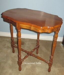 TABLE -Craftmanship is evident - solid wood - Beautiful 1920-30s