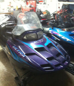Motoneige Polaris indy ultra Touring 1997