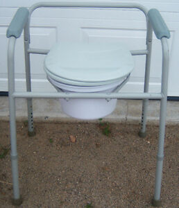 ADULT COMMODE CHAIR