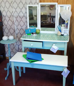 Desk vanity, Coordinating Bench