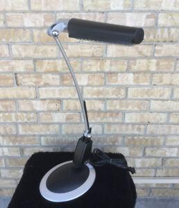 Superbe lampe de travail design  /  Lumière halogène