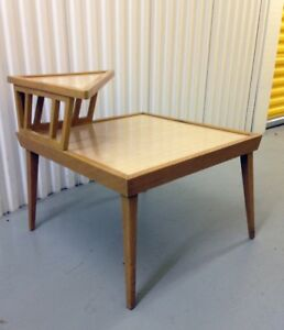1950's BLONDE MID CENTURY MODERN 2 TIER CORNER COFFEE TABLE
