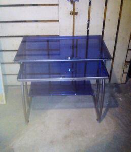 bureau d'ordinateur en verre bleu