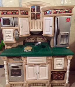 STEP2 TOY KITCHEN WITH FOOD/DISHES!