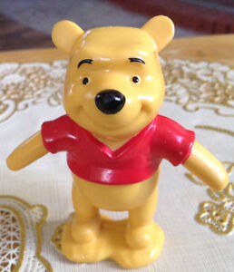 FIGURINE EN PVC WINNIE L'OURSON. FIGURINE DISNEY COMME NEUF