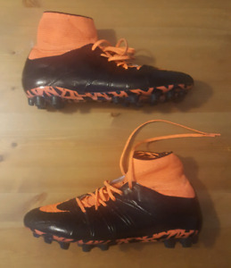 Nike Soccer Shoes Cleats - Hypervenom AG-R  SIZE: 10.5 US