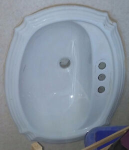 Beautiful white porcelaine sink in great condition West Island Greater Montréal image 1