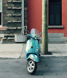 Vespa LX50 (Piago) - Like New