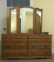 QUEEN BEDROOM SET, SOLID OAK