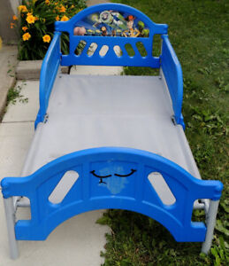Kids Bed For sell Size L 50 x W 27 Good for Boy or Girl No Mattr