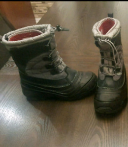 Boys Winter boots North face size 3