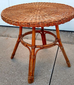 VINTAGE ROUND WICKER SIDE / COFFEE TABLE