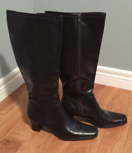 Ladies boots, size 11