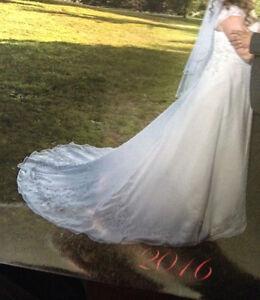 Elegant Wedding Dress for sale