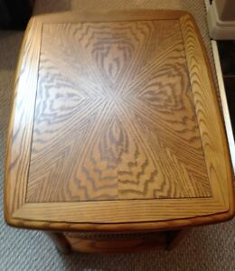Sklar Peppler Oak End Table -GORGEOUS - Mint Condition-Real Wood Edmonton Edmonton Area image 8