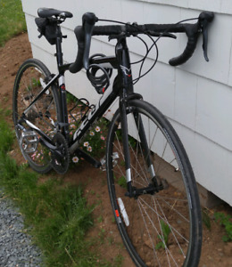 2016 Felt Road Bicycle Excellent Condition (PRICE DROP) 750$