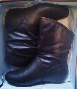 BNIB NYC COUTURE Designer Women's Fashion Slouch Boots Sz 8 West Island Greater Montréal image 2