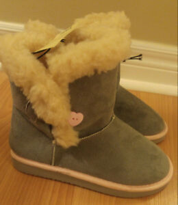 Girls Ugg Style Boot - Size 2