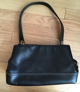 TOMMY HILFIGER PURSE - 10/10 CONDITION Like New!