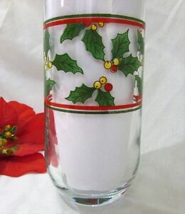 Vintage Christmas Poinsettia & Holly Glasses Drinkware Set of 4 Kitchener / Waterloo Kitchener Area image 3