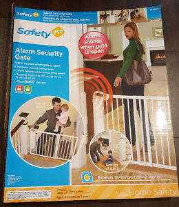 Safety 1st Alarm Security Gate