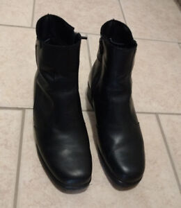 Women's Size 9 Black Leather Boots. Hardly worn!
