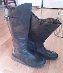 Ladies boots 8.5