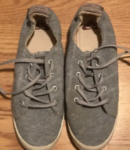 **LADIES GREY ROXY SNEAKERS FOR SALE-SIZE 11**