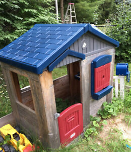 SMALL WOODEN PLAYHOUSE GREAT FOR TODDLERS - 5 YEARS USED OUTDOOR