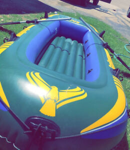 5 passengers inflatable boat great condition