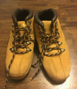 Timberlands men's size 8.5. Great condition.