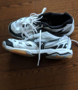 Used Mizuno wave rally 5 court sneakers